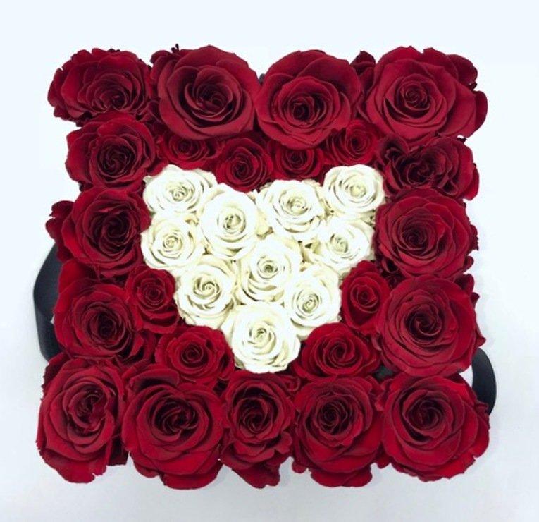 Petite Fleur Flowerbox L quadratisch weiß 25-28 Infinity Rosen dunkelrot mit Herz ivory - Pic 1