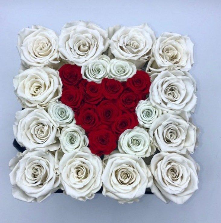Petite Fleur Flowerbox L quadratisch weiß 25-28 Infinity Rosen ivory mit Herz dunkelrot - Pic 1